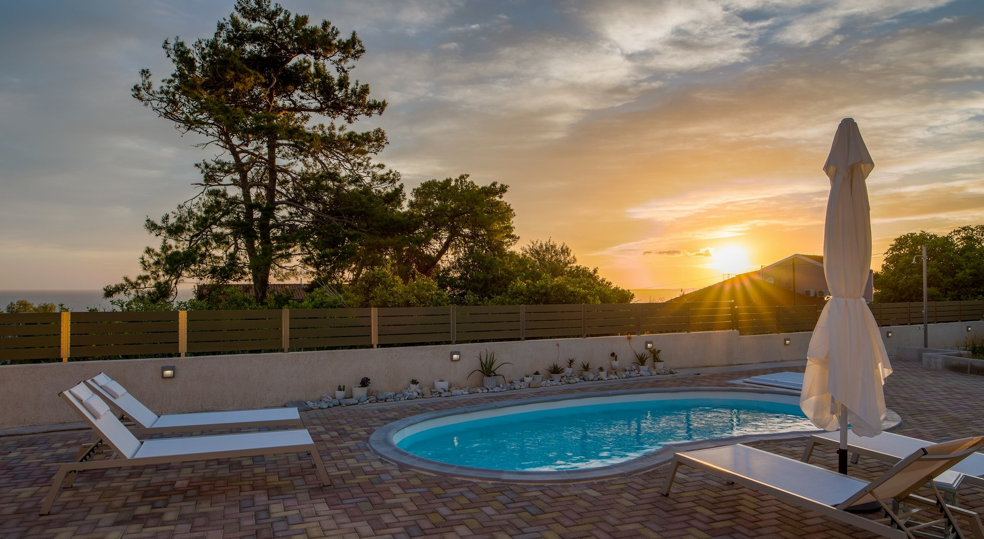 Arktos Sunset Villa